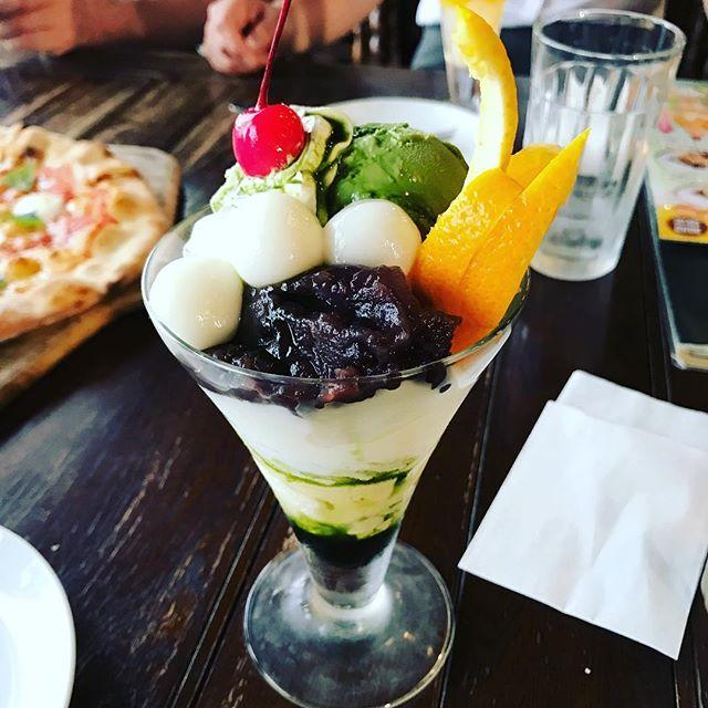 講習会終わりからのお疲れさん会、宇治金時のかき氷を食べたかったが行った先にはパフェしかなく、人生初パフェ。苦手なバナナ抜きにして貰ったけど、なかなか過酷な甘さでした。奢ってくれた先生ご馳走様でした (Instagram)