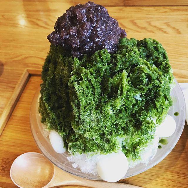 旦那と一緒に東京ぶらり。この夏まだ食べていなかったコンビニアイスじゃない、かき氷。美味しゅうございました。 (Instagram)