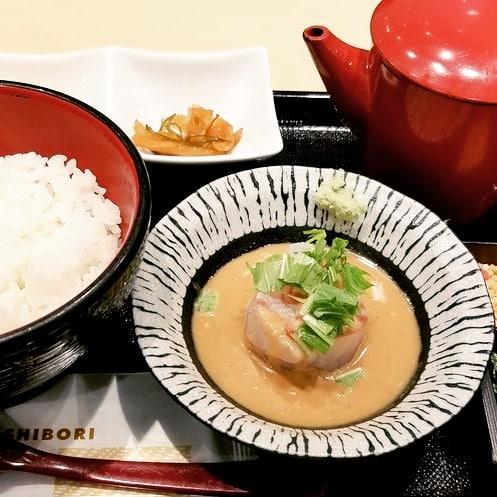 東京駅のお寿司屋のお茶漬けは美味しい (Instagram)