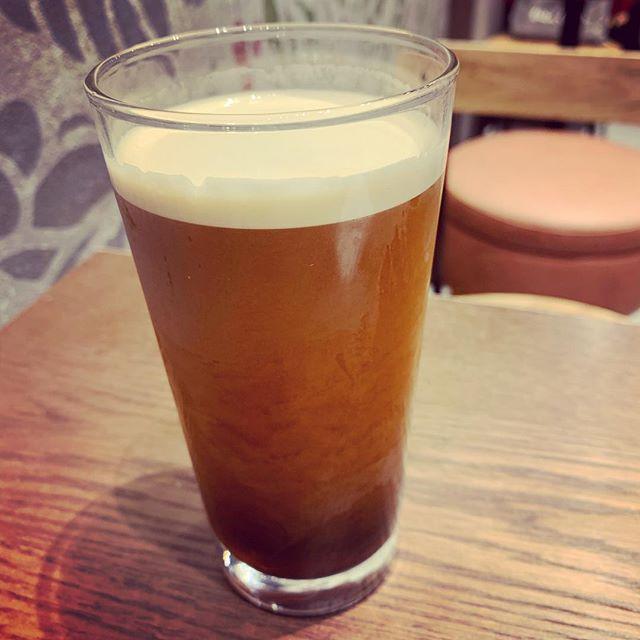 窒素入りコーヒー 初体験。滑らかでミルク入れたような味。#ナイトロコールドブリューコーヒー (Instagram)